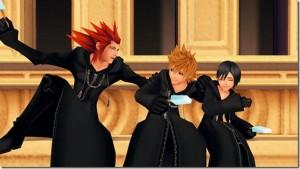 Axel, Roxas et Xion mangeant des glaces au sommet de la tour de la gare à Twilight Town dans une cinématique de KH 358/2 Days.